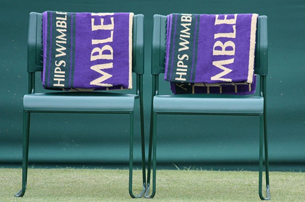 Image of 2 Wimbledon chairs with towels.