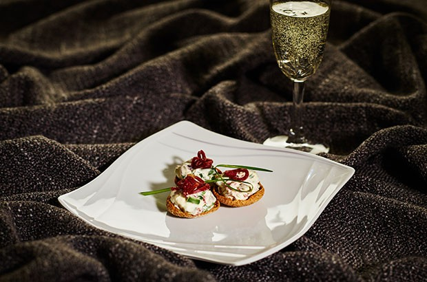 Image of sparkling drink and a canape.